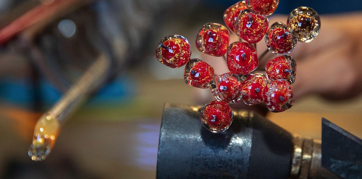 Perles émaillées avec inclusion de verre et d'or